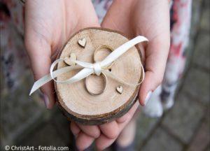 Die passenden Ringe und der perfekte Schmuck für die Ewigkeit - #132412081 | © ChristArt - Fotolia.com